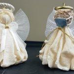 داوطلبان بیمارستان کمبریج فرشتگان ، از جمله نسخه نقاب دار را می فروشند